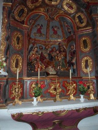 Casa Solariega de la Familia Peche: capilla de santa ana ,