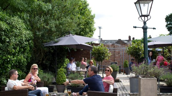 Nourish at No44 : Our garden terrace. Enjoy the sunshine