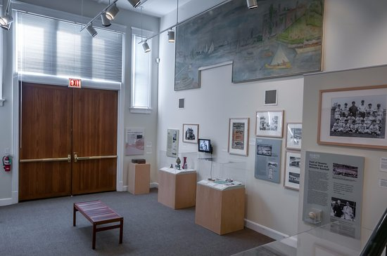 Wilmette, IL: Museum gallery once housed Gross Point fire department