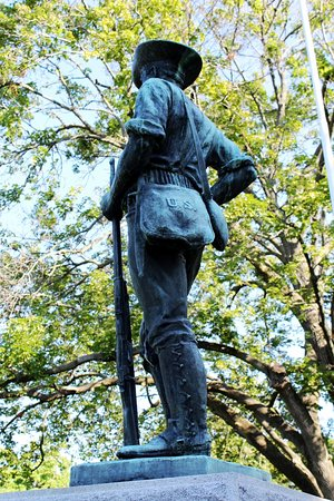 Beloit, WI: Spanish-American War Memorial at Oakwood Cemetery