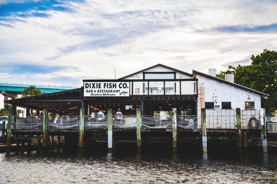 Dixie Fish Co.: Dining right on the dock at Dixie Fish Co!