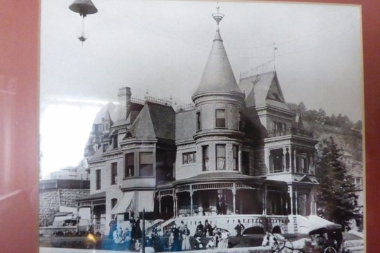 Redstone Inn & Suites: Picture from over a hundred years ago of Redstone Inn.
