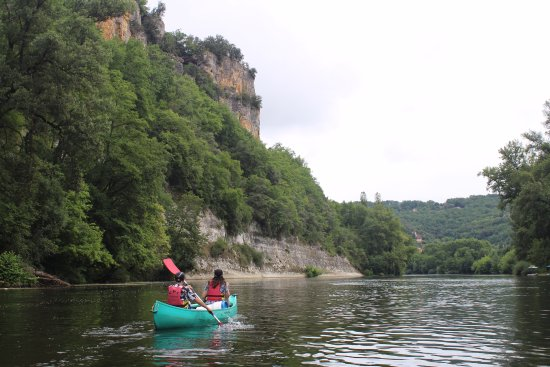 Cenac-et-Saint-Julien, France : Limestone cliffs, Dordogne