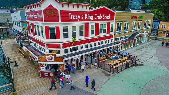 Tracy's King Crab Shack: New Shack location!  Right next to the dock.