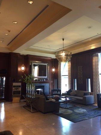 Magnolia Hotel And Spa: Hotel Lobby
