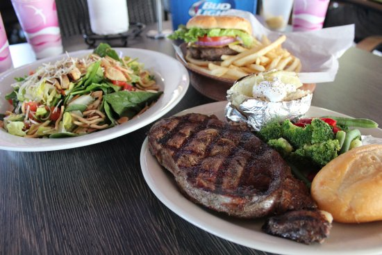 Clewiston, Floryda: Salads,Burgers, Steaks and much more...