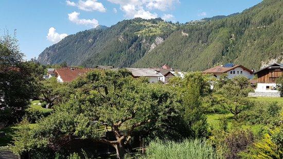 Gartenhotel Linde: Garten mit Teich
