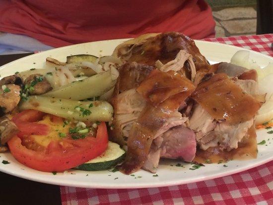 Sveti Vid-Miholjice, Chorwacja: Spanferkel mit gebratenem Gemüse