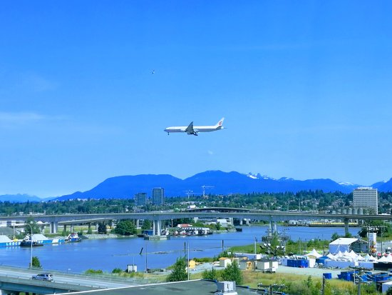 Westin Wall Centre Vancouver Airport: Air China 777 landing, view from the room