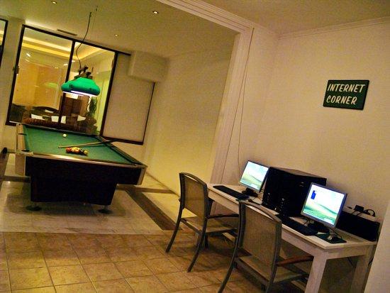 Georgioupolis Beach Hotel: Free  pool table & Internet Corner