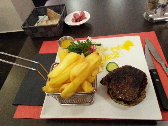 Ixelles, Belgium: contre filet de bison sur ananas _large.jpg