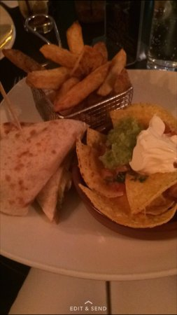 Dakota‎ : Nachos, Chicken Wrap and chips