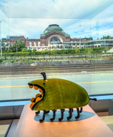 Tacoma, WA: Union Station as seen through a display case at the glass museum