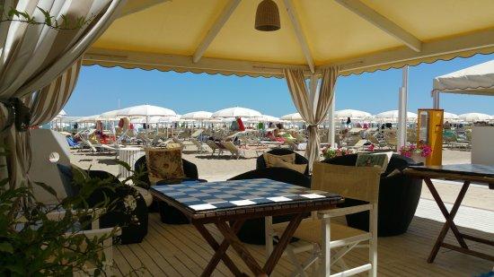 Spritz Al Bar Del Bagno Caro Come In Via Ceccarini