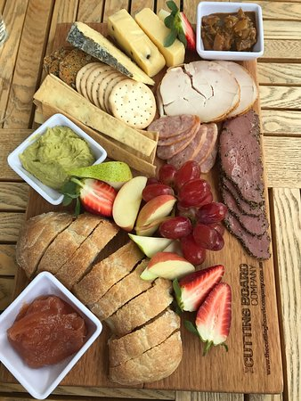 Ballandean, Австралия: The delicious share platter showcasing local selections.