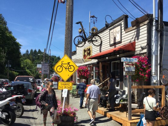 Cowichan Bay, Canadá: Street View of True Grain Bread