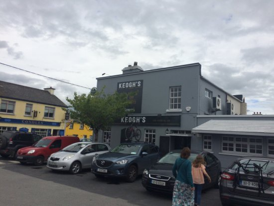 Kinvara, ไอร์แลนด์: Top Restaurant and traditional Irish bar. Regular live Irish music nights ... get yourself to th