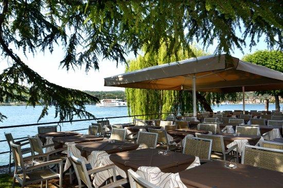terrazza bordo lago - Foto di Ristorante Pizzeria Papillon, Salò ...