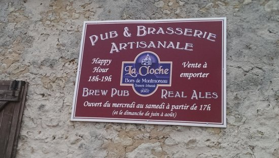 Montmoreau-Saint-Cybard, Франция: Sign on the outside of the pub