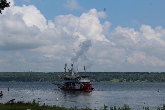Mayville, Estado de Nueva York: The Chautauqua Belle steaming away from the Chautauqua Institution