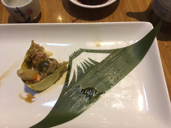 Tojo's Restaurant: Note the Mt Fuji construction on the plate