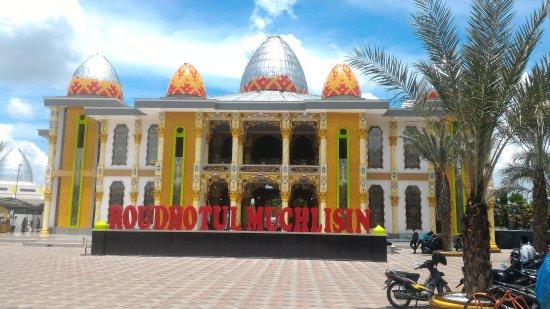 Roudhotul Muchlisin Mosque
