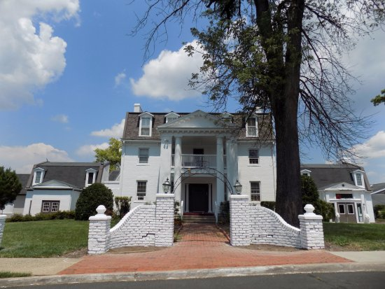 Clarion Inn Historic Leesburg