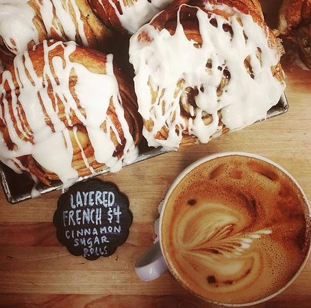 Pincher Creek, Καναδάς: French Cinnamon Sugar Rolls and a Latte...heaven.