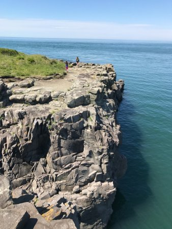 Digby, Canada: Kids exploring on the rocks