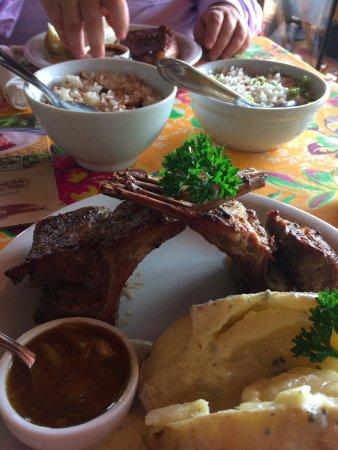 Cruzeiro, SP: Carré de Cordeiro, arroz com amêndoas, batata inglesa ao molho parmesão