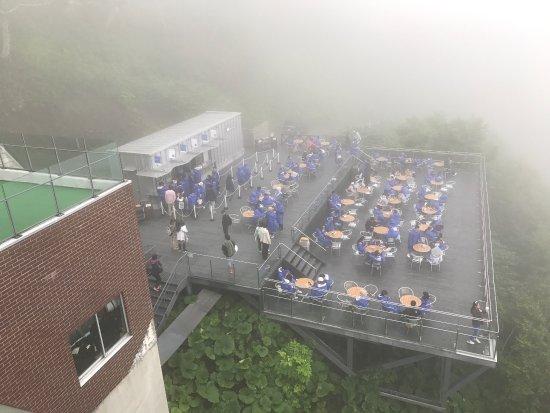 Shimukappu-mura, Ιαπωνία: 三點半起床、四點開始下樓等車、到纜車站等纜車、說實在的若都是雲似乎不值得!