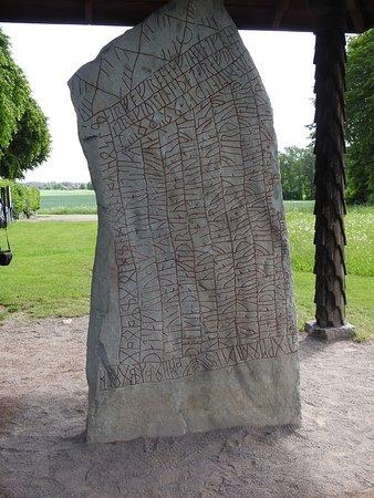 Odeshog, Suecia: Ödeshög, Sweden - rune stone from 9th century