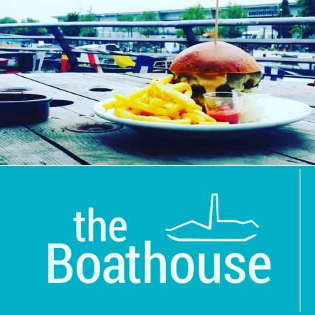 Barking, UK: Lunch on the terrace overlooking the River Roding