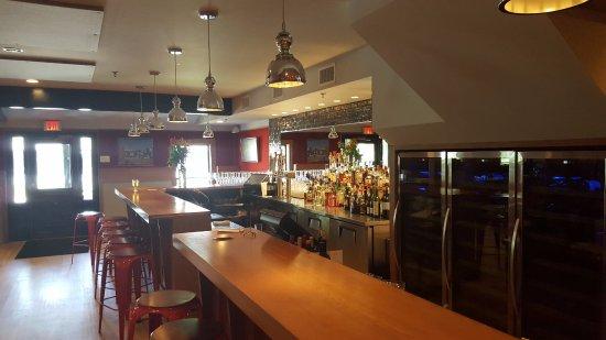 เอสเซกซ์, คอนเน็กติกัต: Full Bar