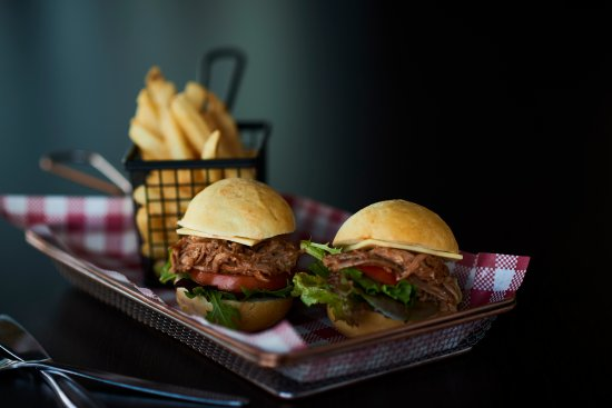 Taylors Lakes, Australia: Feeling Peckish? Our pulled pork sliders served with chips should do the trick!