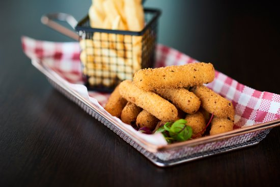 Taylors Lakes, Australia: Our  cheesy mozzeralla sticks served with chips