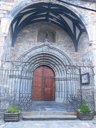Hotel Pradas Ordesa: Broto's 16th century gothic church