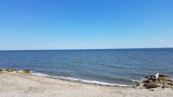 Stratford, CT: Kayak on the beach