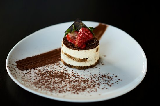 Taylors Lakes, Australia: Sweet tooth? Try our Tirimisu from our sports bar menu.