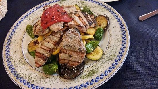 Tasca Nueva Bahía: Comida sana de calidad y a muy buen precio. Es un referente en tapas platos raciones y productos