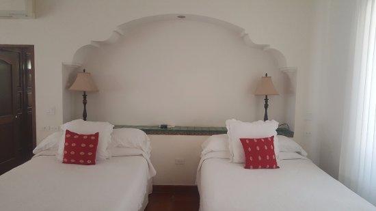 Hacienda Todos Los Santos: Comfy bedding!