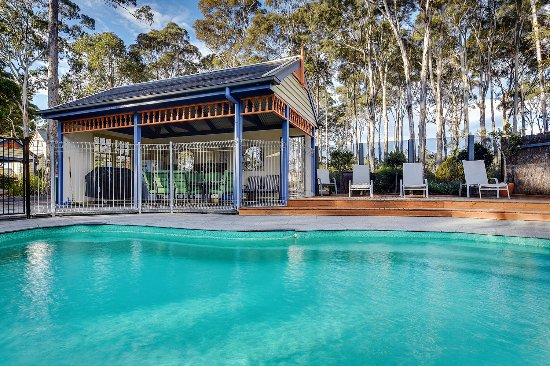 Lakes Entrance, Austrália: Pool and outdoor BBQ area