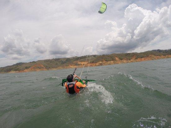 Calima, Колумбия: con seguridad y confianza aprendiendo del kiteboarding