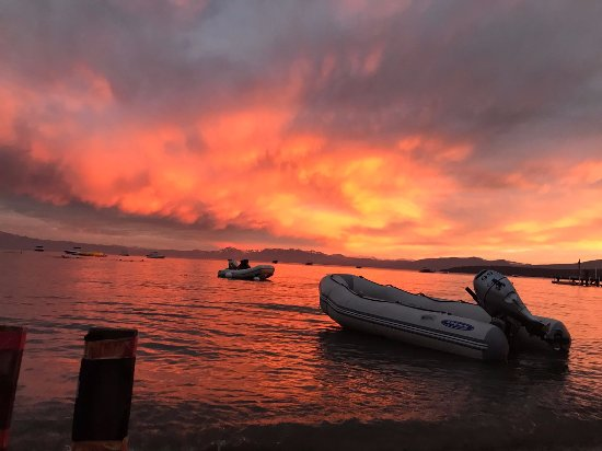 Tahoe Vista, CA: Now that's a sunset!
