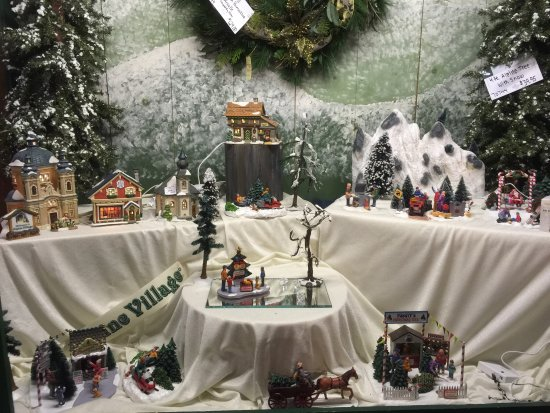 Shelburne, VT: Christmas wonderland of festive treasures