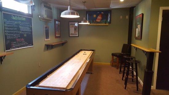 Ivoryton, CT: Shuffle Board