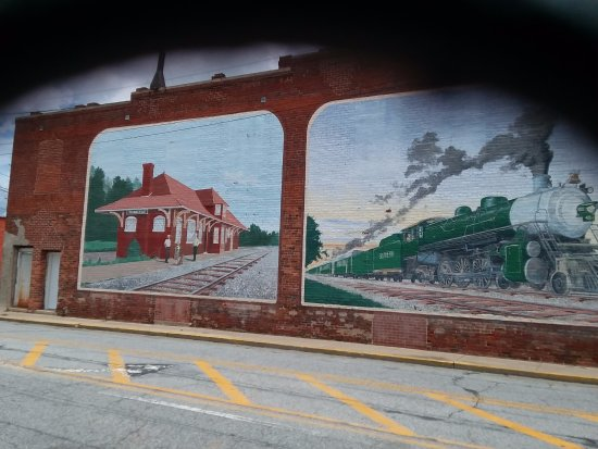 Thomasville, NC: Murals painted on most of the historic buildings downtown