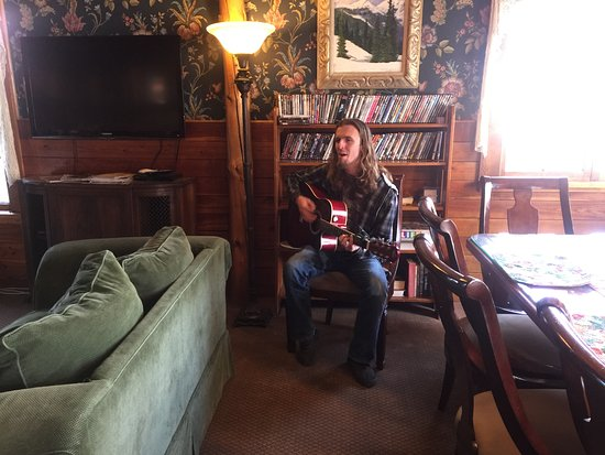 Frisco, CO: Guitarist at Happy Hour