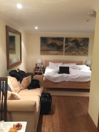 Abergele, UK: Huge bed, sofa - plenty of room for us to spread out