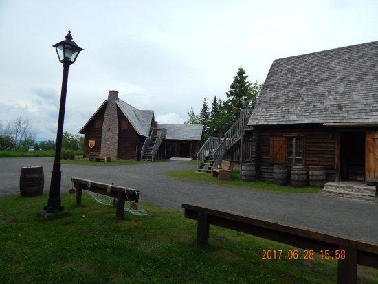 Vieux-Poste de Sept-Îles: Quelques bâtiments
